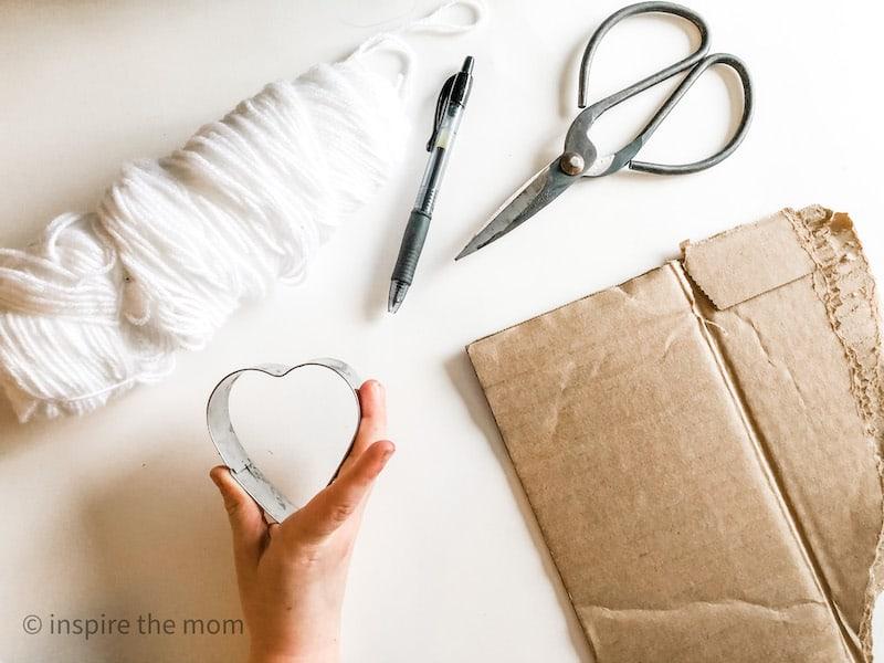 materials needed for cardboard yarn hearts